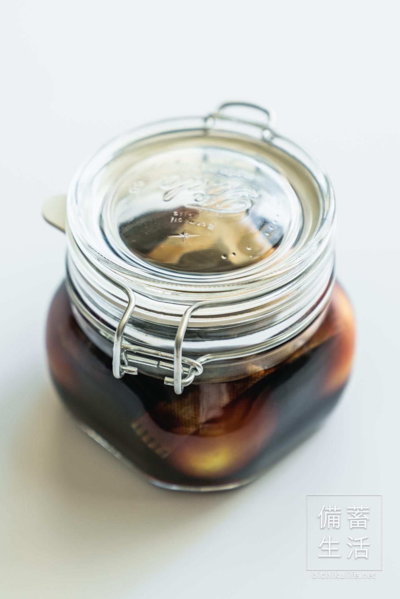 梅の醤油漬けのレシピ 保存瓶を密封する