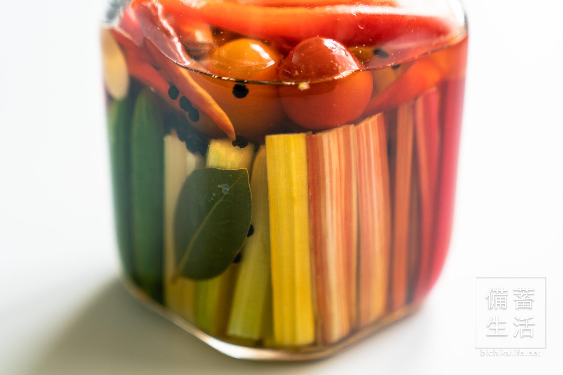 自家製ピクルスのレシピ、具材のスイスチャード、ミニトマト